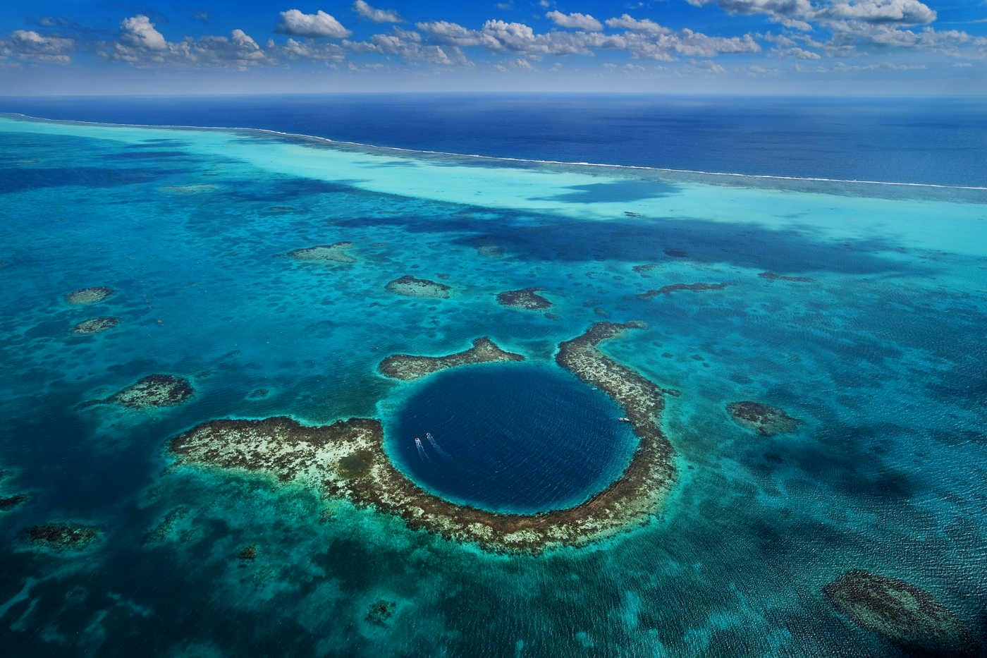 Great Blue Hole: l'enorme voragine blu nel Mar dei Caraibi